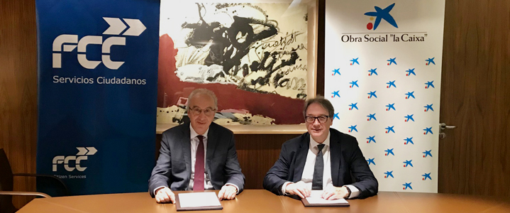"Jordi Payet, CEO of FCC Medio Ambiente and Marc Simón, Deputy CEO of the ""la Caixa"" Foundation sign the collaboration agreement"